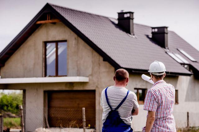 Ilustrasi Arsitek Yang Sedang Membangun Rumah Tipe Sederhana